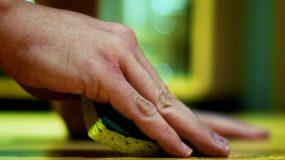 Δείτε τα ΑΠΙΣΤΕΥΤΑ  πράγματα που μπορείτε να κάνετε με ένα σφουγγαράκι κουζίνας!