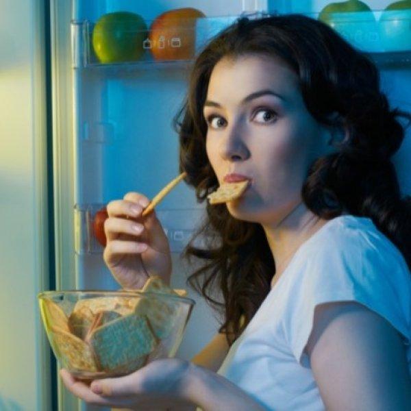 Καθημερινές συνήθειες που παχαίνουν; 4 πράγματα που δεν ξέρατε ότι ανοίγουν την όρεξη