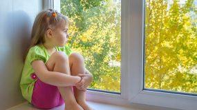 Ανήκουστο:Πήγε διακοπές και άφησε τα ανήλικα παιδιά της για 3 εβδομάδες... μόνα τους στο σπίτι!