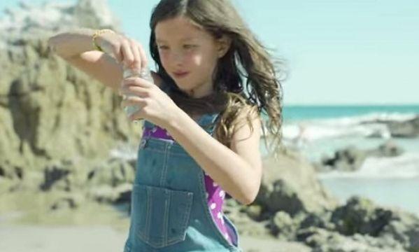 Να γιατί δεν πρέπει να λέμε στο κοριτσάκι μας ότι είναι όμορφο (βίντεο)