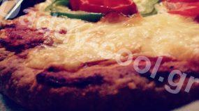 Πίτσα με extra αφράτη ζύμη ιδανική για πάρτυ!