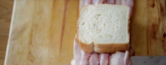 Έβαλε μπέικον σε ψωμί του τοστ και έφτιαξε οτι πιο κολασμένο έχετε δει!!!!!