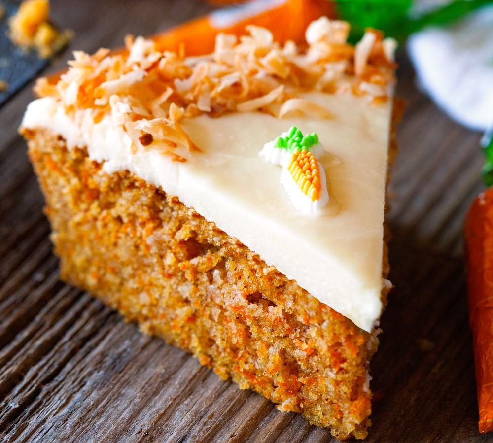 Κεικ καρότο με αμυγδαλόπαστα και γλάσο βανίλιας