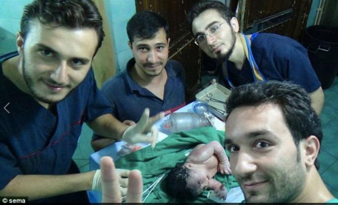 Γιατροί έσωσαν μωράκι που είχε θραύσμα από οβίδα στο κεφάλι του (Photos)