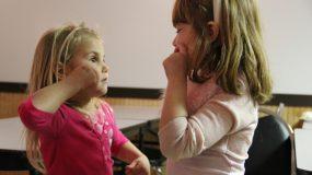 Τα αδέρφια των αυτιστικών παιδιών βιώνουν μπερδεμένα  συναισθήματα