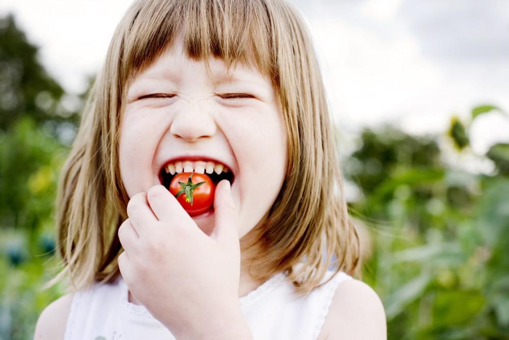 Πως θα πείσετε το παιδί να τρώει φρούτα, λαχανικά, ψάρι και όσπρια