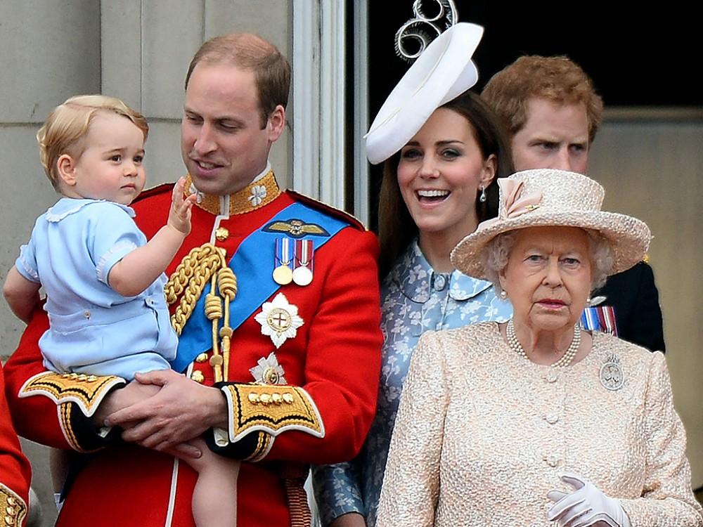 Η Ελισάβετ παραιτείται! Δίνει τον θρόνο στον Ουίλιαμ και την Κέιτ
