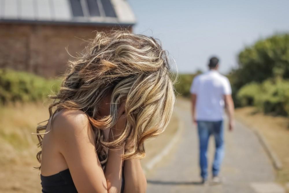 Γιατί ένας άντρας μπορεί να σε χωρίσει ενώ ακόμη είναι ερωτευμένος