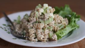 Συνταγή για γραφείο:Τονοσαλάτα με ζυμαρικα!