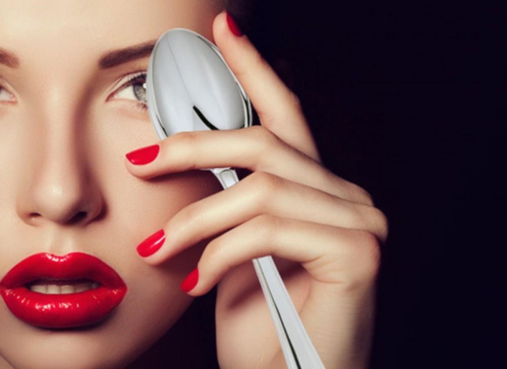 8 πανεξύπνα beauty tips με ένα κουτάλι!