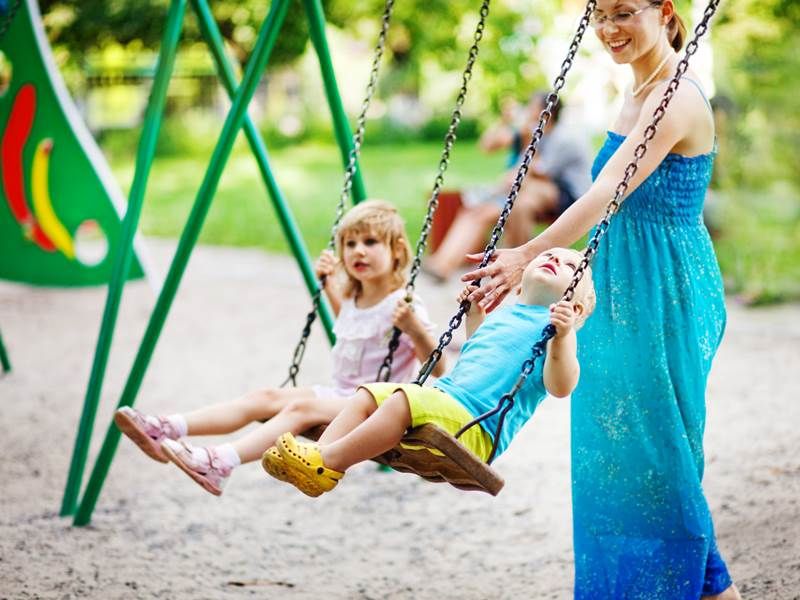 Δείτε γιατί πρέπει να πηγαίνουμε τα παιδιά στη παιδική χαρά