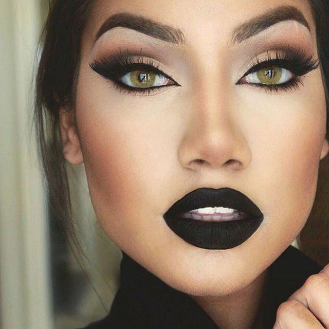 Black lips makeup