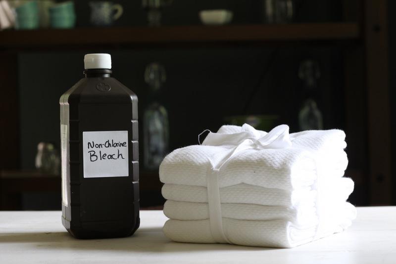 Φτιάξτε μόνοι σας χλωρίνη για να την χρησιμοποιήσετε σε όλο το σπίτι