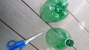 Κόβει ένα πλαστικό μπουκάλι και φτιάχνει υπέροχη κατασκευή