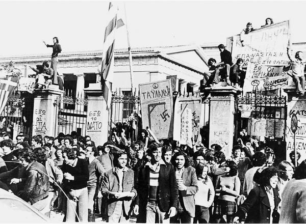 Η  επίθεση των τάνκς - πολυτεχνειο 1973