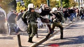 ΑΠΙΣΤΕΥΤΟ ΒΙΝΤΕΟ: Αγρότης – νίντζα με την γκλίτσα, που επιτέθηκε στα ΜΑΤ!!! Δείτε το!!!