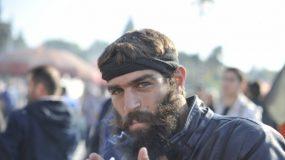 Αυτός είναι ο αγρότης Κρητικός που τρέλανε το ίντερνετ στο συλλαλητήριο των αγροτών.Δείτε τι λέει