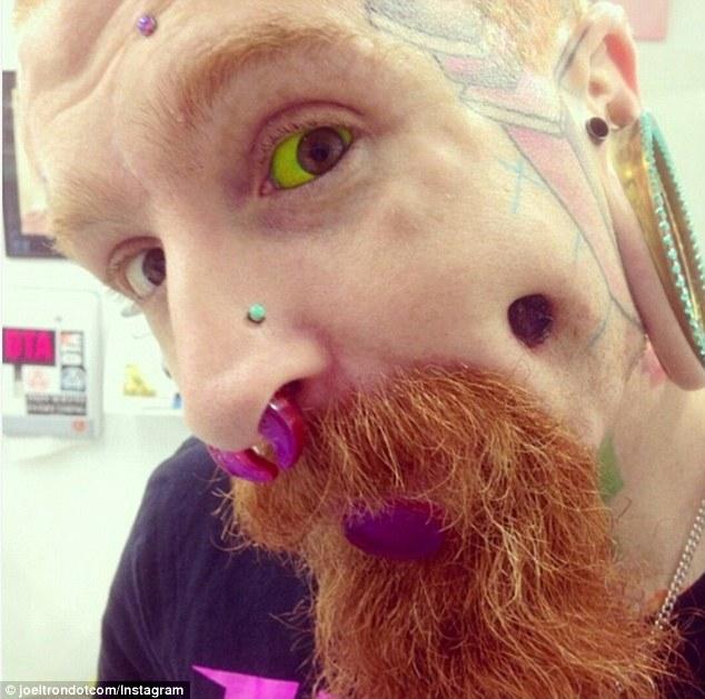 Τατουάζ στο μάτι: Η νέα επικίνδυνη μόδα που προκαλεί τύφλωση και καρκίνο ΕΙΚΟΝΕΣ