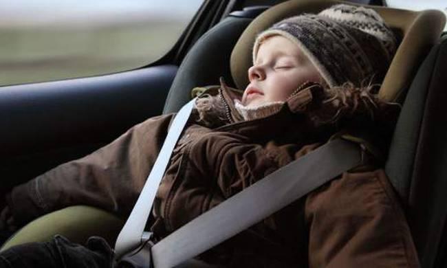 Γιατί δεν πρέπει το παιδί να φορά μπουφάν στο αυτοκίνητο; (videos)