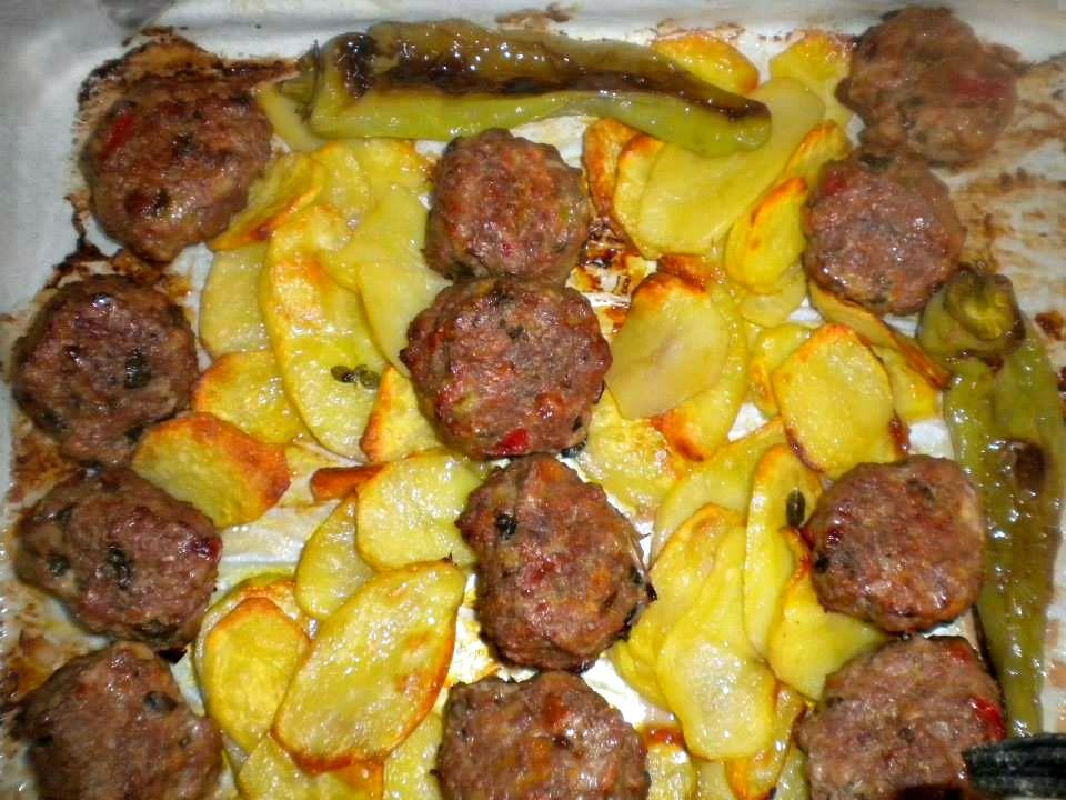 Κεφτεδάκια με πατάτες στη λαδόκολλα!Από τη Marianna Karas