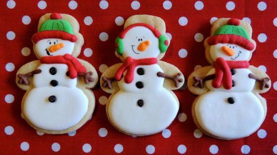 Χριστουγεννιάτικα μπισκοτάκια με τρία υλικά!