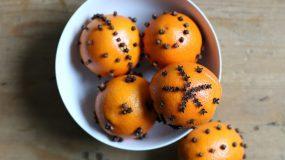 Φτιάξτε φυσικό αρωματικό για το σπίτι με πορτοκάλι και γαρύφαλλο