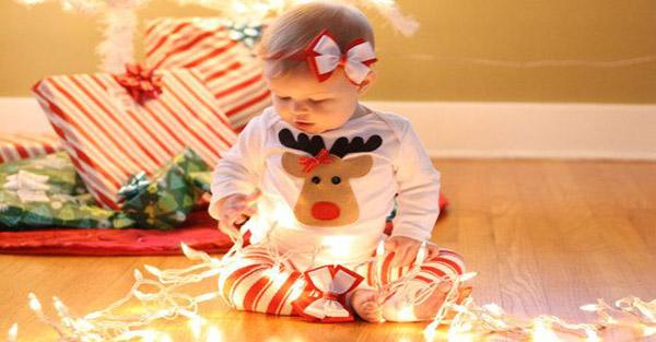 ΈΤΣΙ είναι τα Χριστούγεννα με ένα μωρό στο σπίτι! Ένα VIDEO που θα λατρέψετε ΟΛΟΙ!!