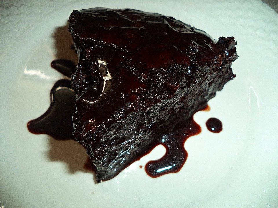 Νηστίσιμο σοκολατένιο κέικ  από τη Σοφη τσιώπου