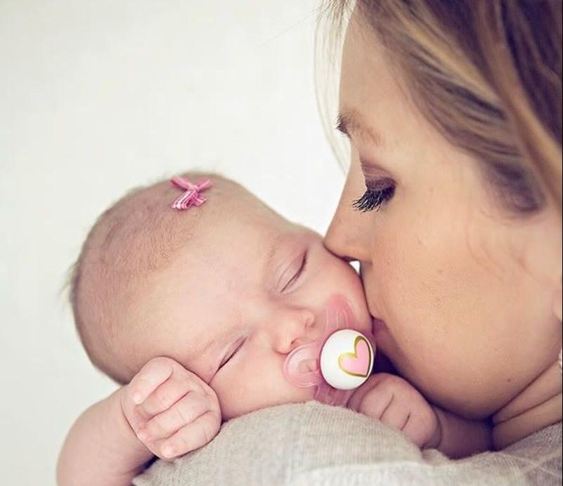 Eφερε στο κόσμο ένα μωρό ξέροντας ότι θα το μεγαλώσει μόνη και στέλνει ένα μήνυμα σε όλες τις γυναίκες!
