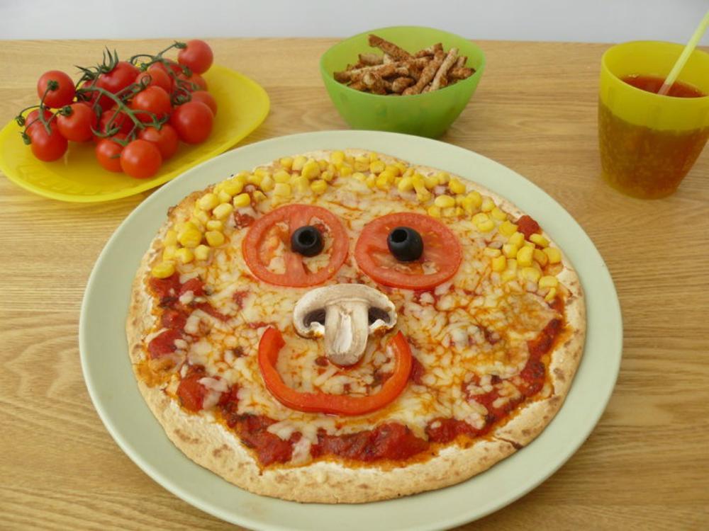 Συνταγή για Σπιτική πίτσα υγιεινή και θρεπτική για μικρούς και μεγάλους.Ιδανική για παιδιά!
