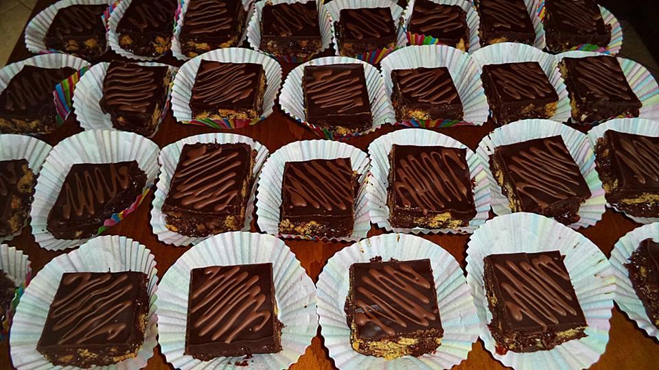 Μικρά γλυκάκια κέρασμα για το σχολείο  από τη Σόφη Τσιώπου