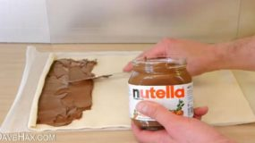 Απλώνει τη nutella στη σφολιάτα και φτιάχνει λαχταριστό γλυκάκι