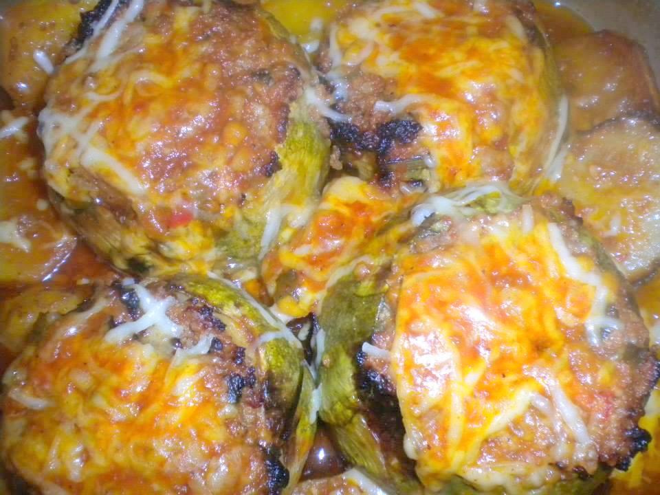 Κολοκυθάκια γεμιστά με κιμά και σάλτσα τυριου στο φούρνο από τη Mariana karas