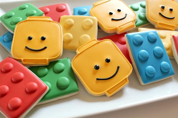 Φτιάξτε μόνες σας τα πιο «παιχνιδιάρικα» σπιτικά μπισκότα Lego