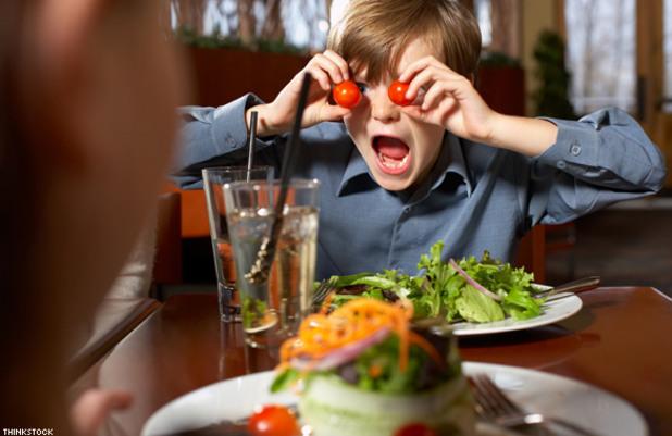 Μαθέ στο παιδί πως πρέπει να φερθεί στο εστιατόριο