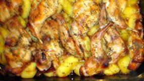 Κουνέλι με πατάτες στη γάστρα απο τη sofia kara