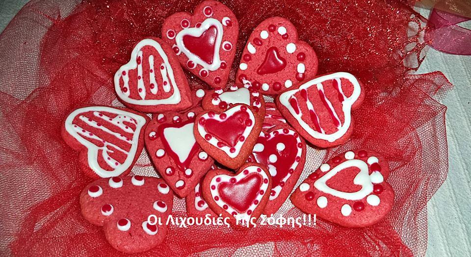 Μπισκοτάκια καρδούλες χρωματισμένα με σκόνη ζελέ με πέντε υλικά!