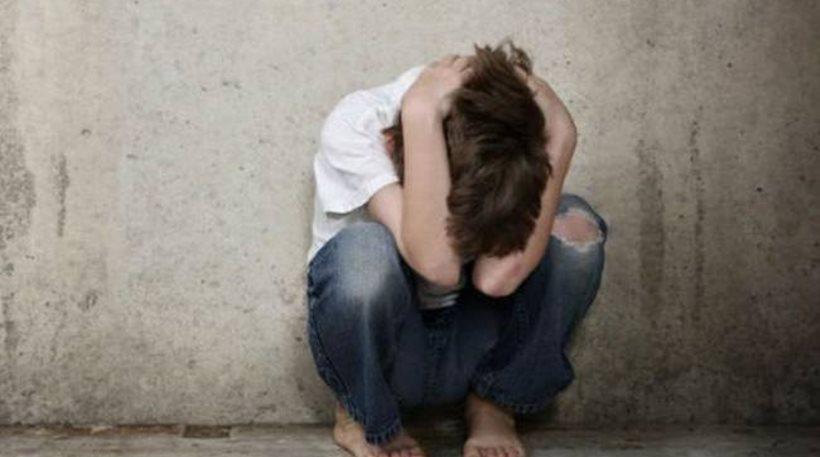 Πέλλα: Μάνα-τέρας και πατριός βασάνιζαν και βίαζαν δύο ανήλικα αγόρια για πέντε χρόνια