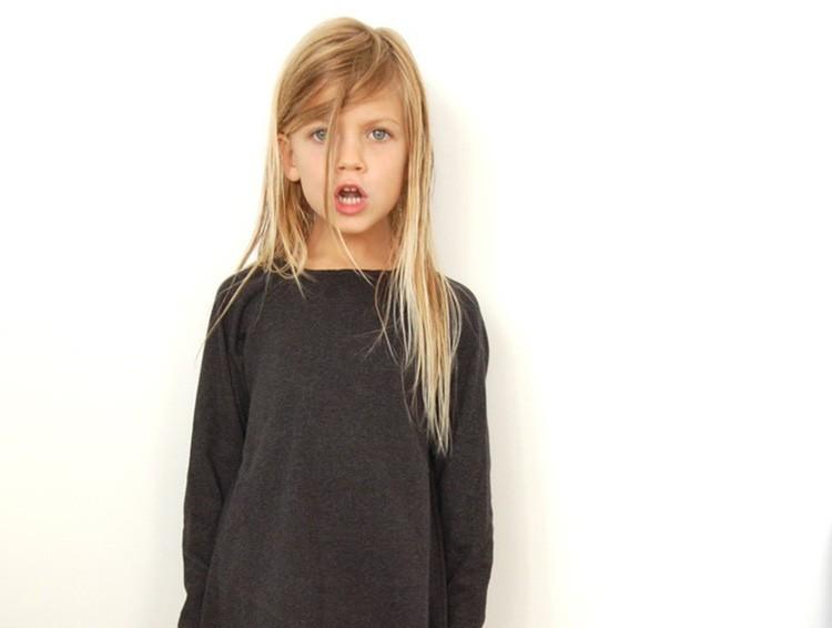 4 στιγμές που το παιδί σας θα σας φέρει σε αμηχανία (και πώς να αντιδράσετε)