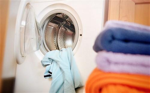 Πόσες φορές πρέπει να φοράμε τα ρούχα μας πριν τα βάλουμε για πλύσιμο;