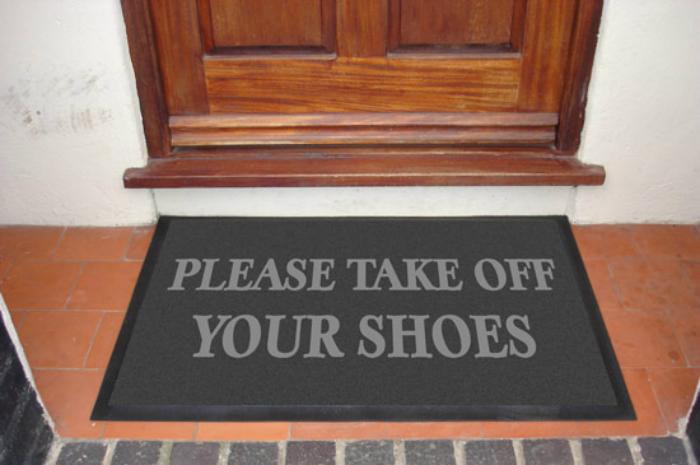 Έρευνα δικαιώνει όλες τις μαμάδες-Μην μπαίνετε με τα παπούτσια στο σπίτι