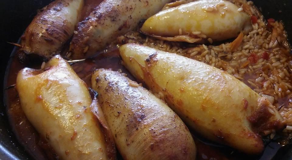 Μαλακά καλαμαράκια γεμιστά με ρύζι