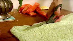 Κόβει μια παλιά πετσέτα σε λωρίδες και την φτιάχνει κάτι που δεν φαντάζεστε!