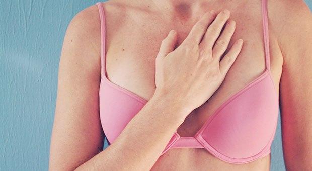 Η φωτογραφία που εγινε viral σας δείχνει πως τα ογκίδια δεν είναι το μόνο συμπτωμα για το καρκίνο του μαστου