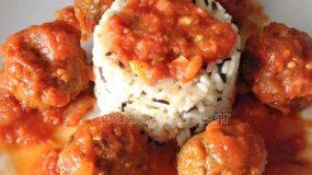 Κεφτεδάκια της γιαγιάς με άγριο ρύζι