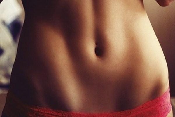 Возвращаемся в форму: 5 полезных привычек, которые сделают ваш живот плоским