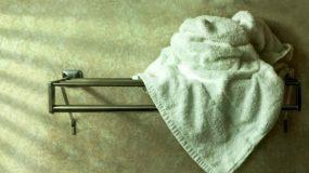 Τα λάθη που κάνετε με τις πετσέτες μπάνιου και τις καταστρέφετε