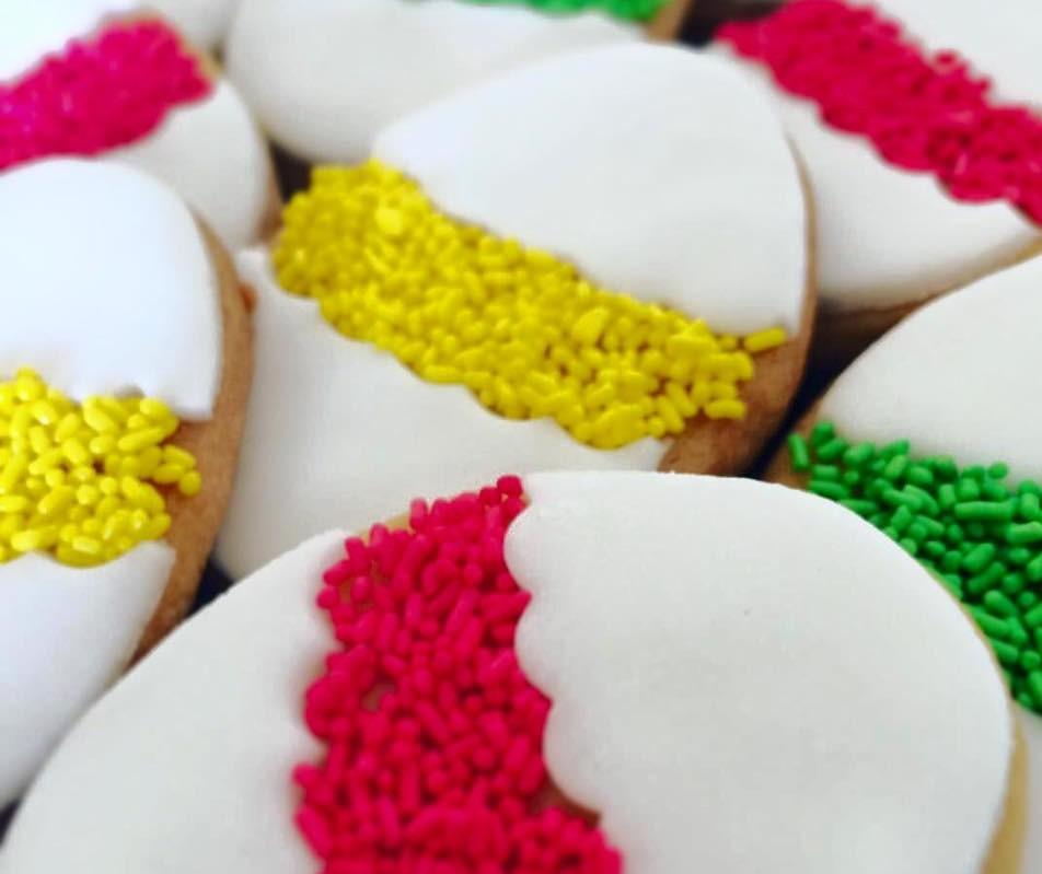 Μπισκότα -αυγά με ζαχαρόπαστα