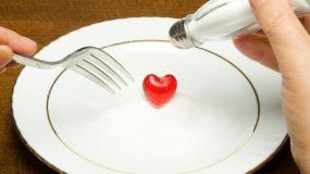Δείτε τι ζημιά μπορεί να κάνει το αλάτι σε όλο το σώμα