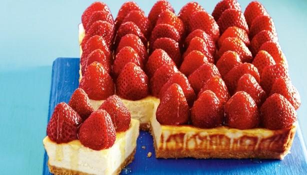 Cheesecake μελιού με φράουλες και λίγες θερμίδες